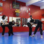 Defesa pessoal feminina - Imobilização com chute