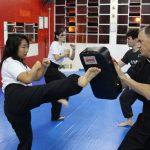 Defesa pessoal feminina - Chute no alvo